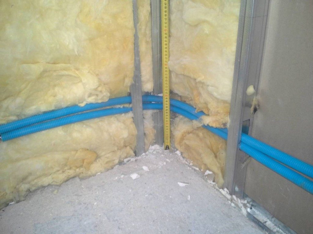 Passage des tuyaux dans les cloisons