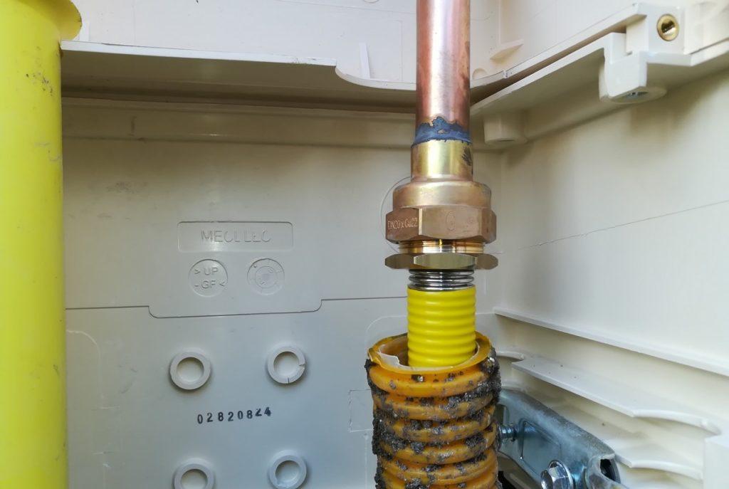 Raccord PLT sur coffret gaz